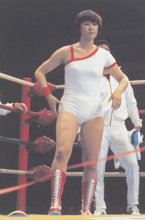 女子プロレス界の女王マッハ文朱...